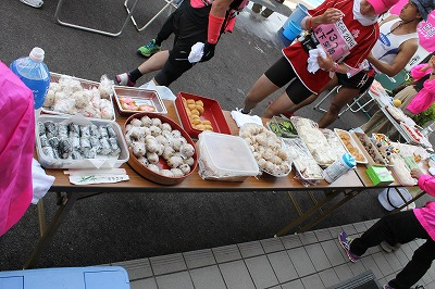 Did I mention the aid stations? This pic from Tomo's blog sort of captures it, even without the massage tables being in  view.
