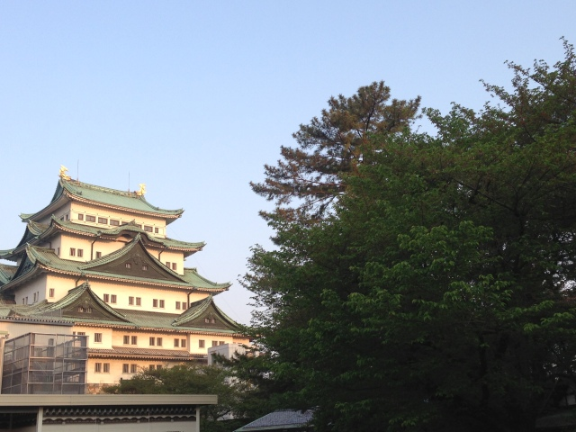 Nagoya Castle minutes before heading out on a 250km run across Japan. Everyone  else is <--- that way.